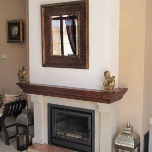 klasické-kamené-provedení---kamenný-portál-doplněný-dřevěnou-římsou-a-mramorovým-překladem