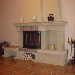 klasické-kamenné-provedení---špicovaný-pískovec-s-topeništěm-Jotul-I18-Harmony-RTD-